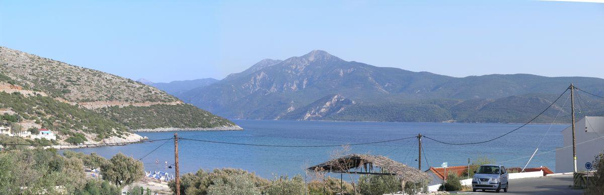 Dieses Panorama- Foto zeigt den Blick oberhalb von Psili Ammos (Ost) in Richtung türkische Küste (Osten).